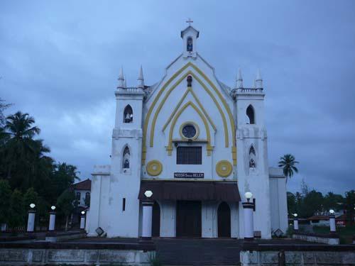 Chandor_church