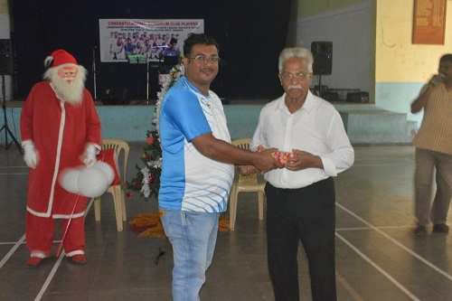 Guirdolim Club President Patwin giving away a spot prize