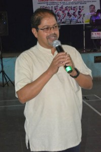 Padr Vigar Simao Rodrigues speaking to the gathering